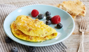 1-minute-sausage-cheese-omelet-930x550